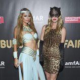 Paris y Nicky Hilton en una fiesta de Halloween en Nueva York