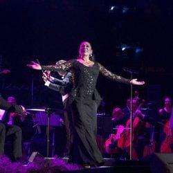 Isabel Pantoja ofreciendo un concierto en Bilbao