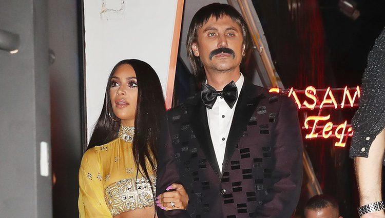 Kim Kardashian y Jonathan Cheban en la fiesta de Halloween 2017