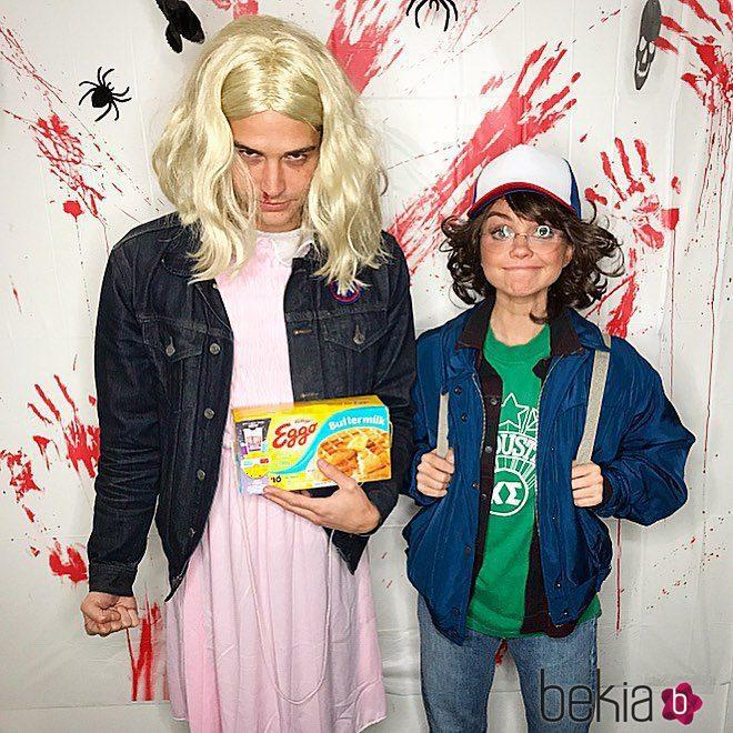 Sarah Hyland y Wells Adams en Halloween 2017