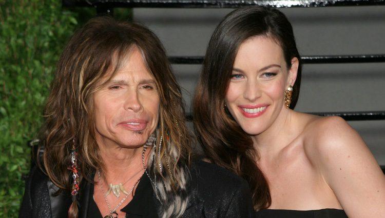 Steven Tyler y Liv Tyler en una fiesta de Vanity Fair