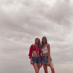 Las hermanas Victoria y Cristina Iglesias, dos auténticas gotas de agua