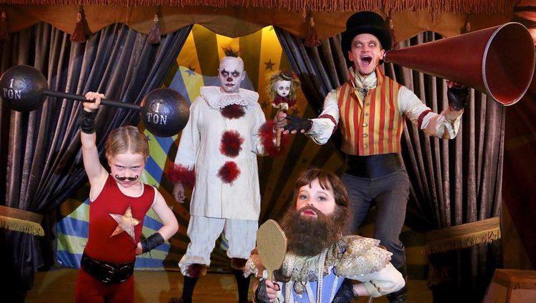 Neil Patrick Harrys y su familia en Halloween 2017