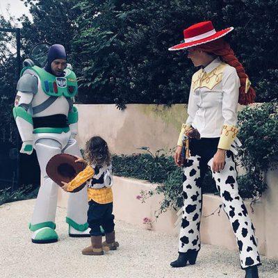 Justin Timberlake y Jessica Biel con su hijo en Halloween 2017