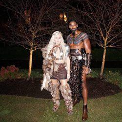 Khloé Kardashian y Tristan Thompson en Halloween 2017