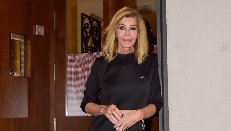 Bibiana Fernández en una cena recuerdo a David Delfín el día de su cumpleaños