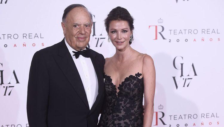 Carlos Falcó y Esther Doña acudiendo a la ópera
