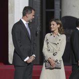 Los Reyes Felipe y Letizia en la recepción oficial al presidente de Israel y su esposa