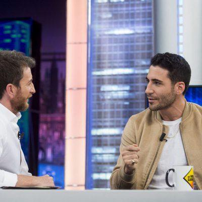 Miguel Ángel Silvestre con Pablo Motos en 'El Hormiguero'