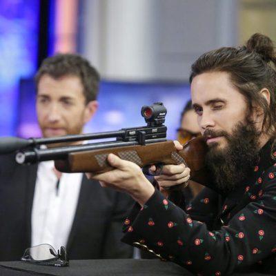 Jared Leto haciendo el reto de Pilar Rubio en 'El hormiguero'