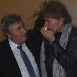Bigote Arrocet llorando en la capilla ardiente de Chiquito de la Calzada