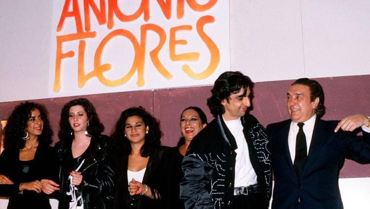 La familia González Flores al completo