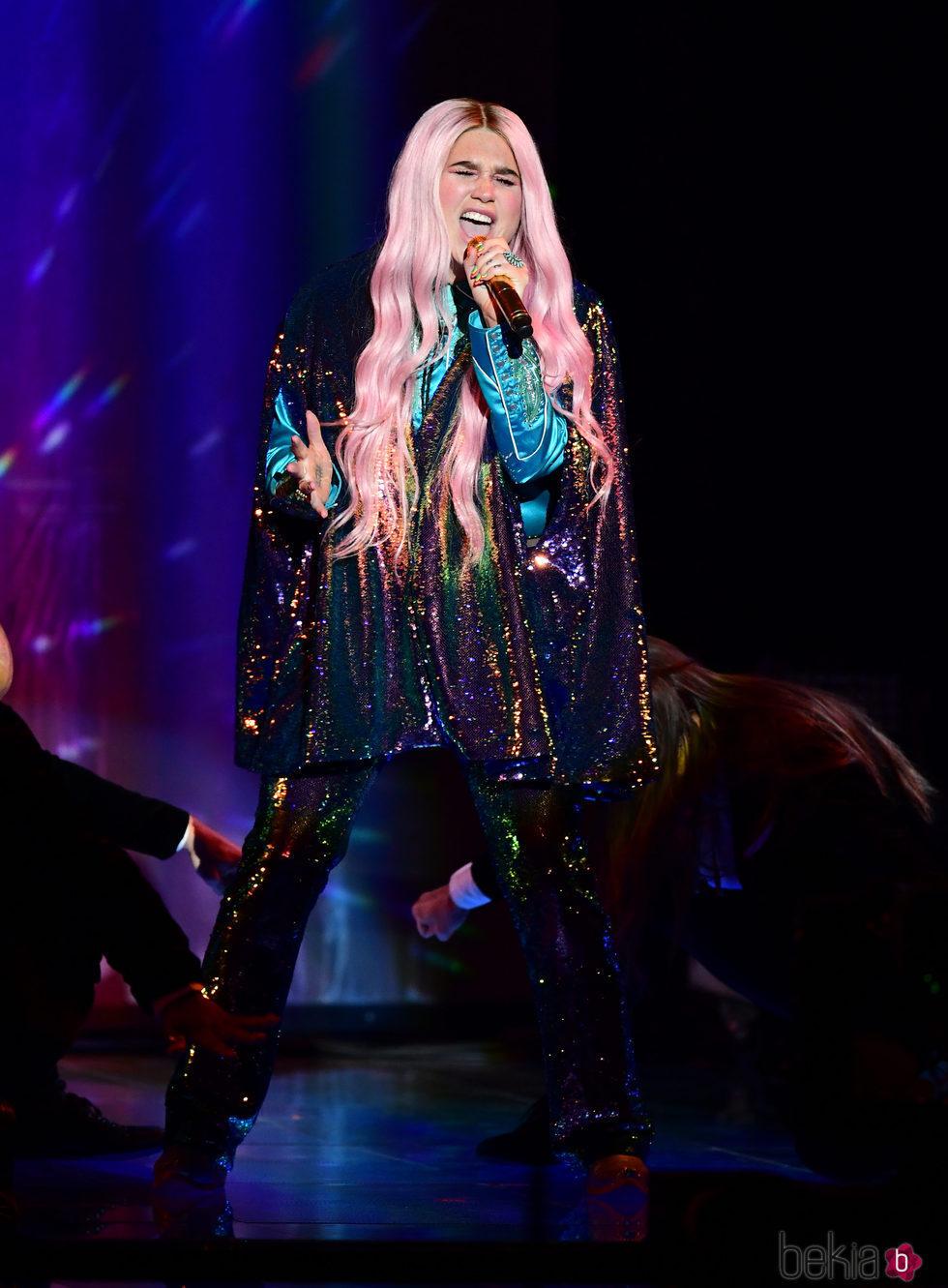 Kesha durante su actuación en los MTV EMA 2017