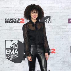 Nathalie Emmanuel en la alfombra roja de los MTV EMA 2017