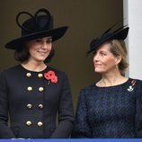 Kate Middleton y Sophie Rhys Jones en el Día del Recuerdo 2017