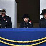 La Reina Isabel, el Duque de Edimburgo y Camilla Parker en el Día del Recuerdo 2017