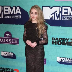 Sabrina Carpenter en los los MTV EMA 2017