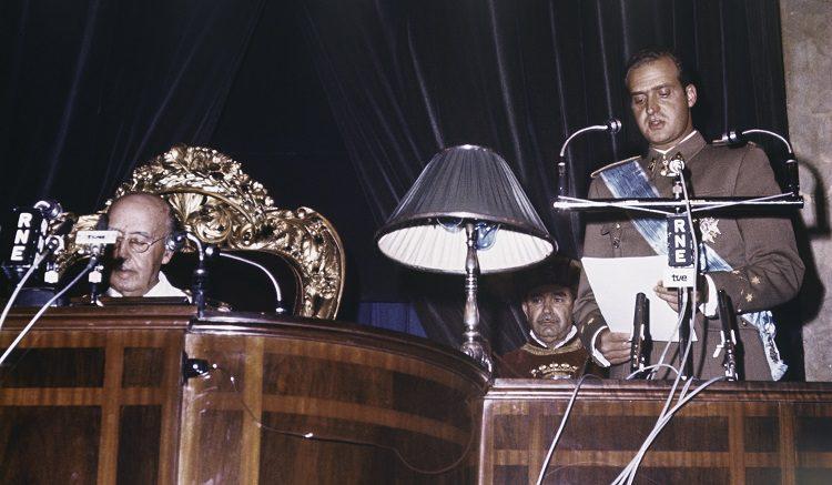 Juan Carlos de Borbón tras ser declarado sucesor de Franco a título de Rey