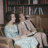 Los Reyes Juan Carlos y Sofía ríen divertidos en su juventud