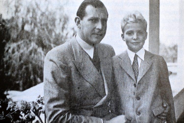 El Rey Juan Carlos de niño con su padre