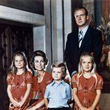 Los Reyes Juan Carlos y Sofía con sus hijos cuando eran pequeños