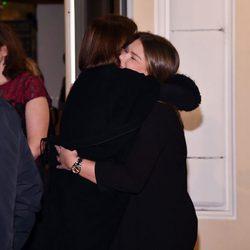 Carolina de Mónaco abraza a Camille Gottlieb