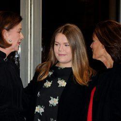 Carolina de Mónaco, Camille Gottlieb y Estefanía de Mónaco en el Teatro Princesa Grace