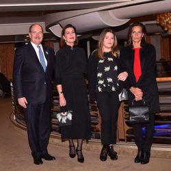 Alberto, Carolina y Estefanía de Mónaco junto a Camille Gottlieb en la proyección de 'La angustia de vivir'