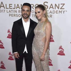 Luis Fonsi y Águeda López en la entrega del Premio Persona del Año 2017 de los Grammy Latinos