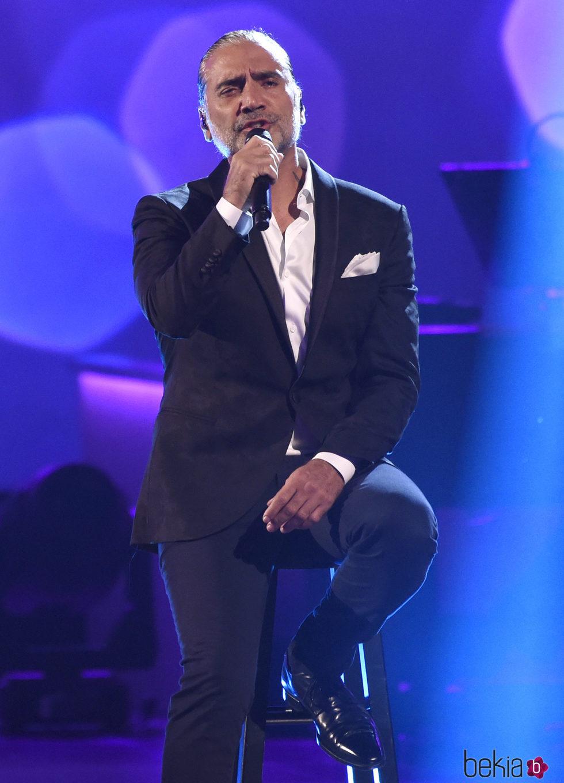 Alejandro Fernández actuando en la entrega del Premio Persona del Año 2017 de los Grammy Latinos