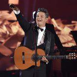 Alejandro Sanz durante su actuación en la entrega del Premio Persona del Año 2017 de los Grammy Latinos