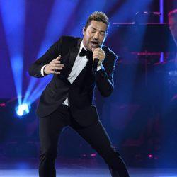 David Bisbal actuando en la entrega del Premio Persona del Año 2017 de los Grammy Latinos
