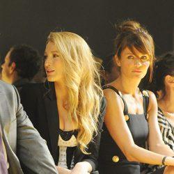 Blake Lively y Helena Christensen en el frontrow de Versace
