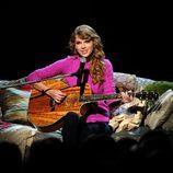 Taylor Swift cantando en la gala de los CMA Awards 2011