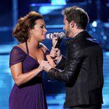 Demi Lovato y Pablo Alborán interpretan 'Solamente tú' en los premios Grammy Latino 2011