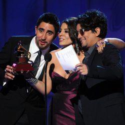 Álex Ubago, Lena y Jorge recogen su premio Grammy Latino 2011
