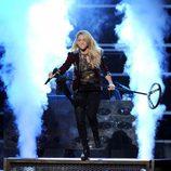 Shakira durante su actuación en premios Grammy Latino 2011