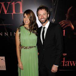 Nikki Reed y Paul McDonald en el estreno de 'Amanecer. Parte 1' en Los Ángeles