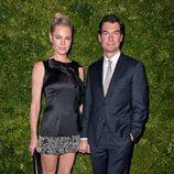 Rebecca Romijn y Jerry O'Connell en la gala Vogue Fashion en Nueva York