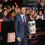 Taylor Lautner en el estreno de 'Amanecer. Parte 1' en Los Ángeles