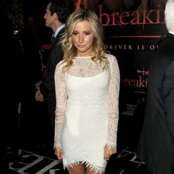 Ashley Tisdale en el estreno de 'Amanecer. Parte 1' en Los Ángeles