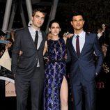 Robert Pattinson, Kristen Stewart y Taylor Lautner en el estreno de 'Amanecer. Parte 1' en Los Ángeles