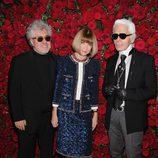 Pedro Almodóvar, Anna Wintour y Karl Lagerfeld en el homenaje a Pedro Almodóvar en el MoMA