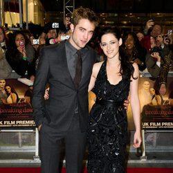 Robert Pattinson y Kristen Stewart estrenan 'Amanecer. Parte 1' en Londres