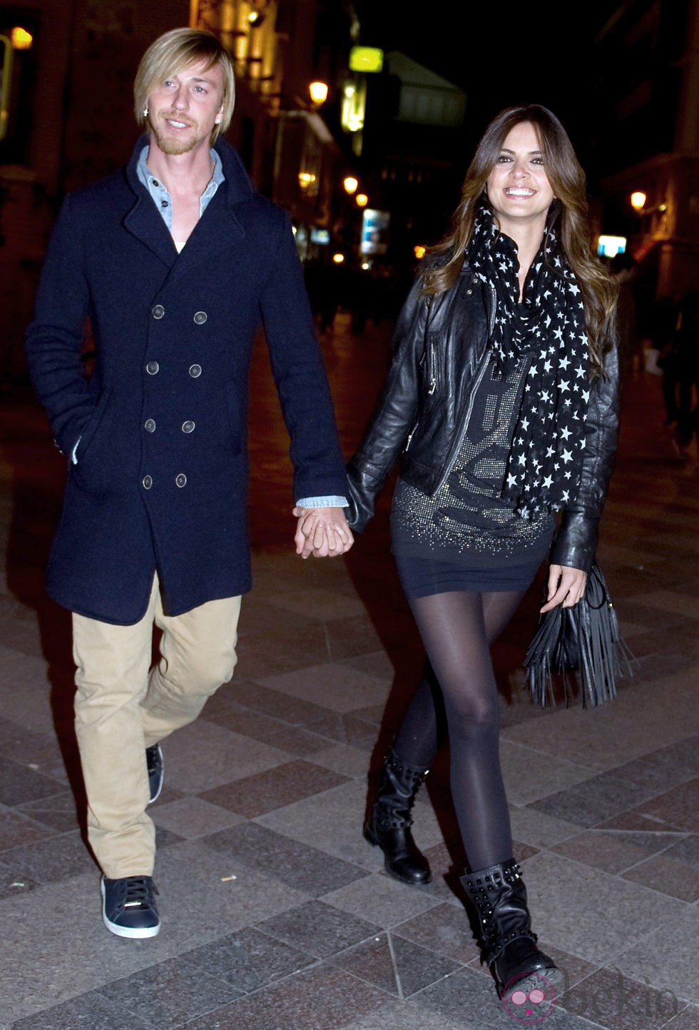 Romina Belluscio y Guti cogidos de la mano por Madrid
