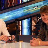 Justin Bieber y Pablo Motos muy sonrientes en 'El Hormiguero'