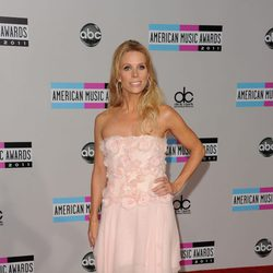 Cheryl Hines en los American Music Awards 2011