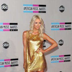 Lauren Bennett en los American Music Awards 2011