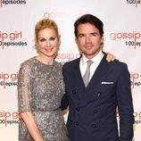 Kelly Rutherford y Matthew Settle en la fiesta de los 100 capítulos de Gossip Girl