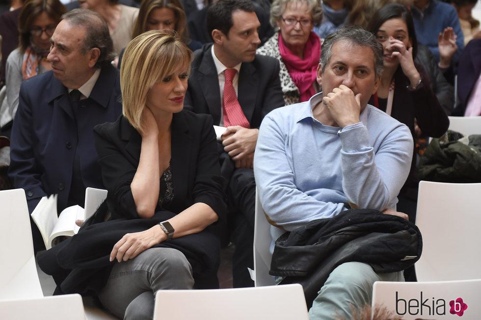 Susanna Griso en un evento acompañada de su marido Carles Torras